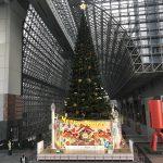 京都駅のクリスマスツリーとイルミネーション